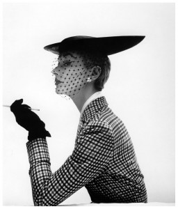 lisa-fonssagrives-wearing-a-bicorne-skimmer-by-lilly-dachc3a8-photo-by-irving-penn-vogue-feb-15-1950